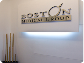 Logotipo en Clínicas de Salud Sexual Boston Medical Group Perú